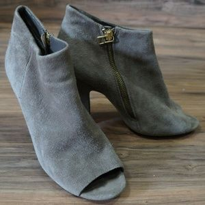 Suede taupe peep toe Steve Madden bootie sz 9.5